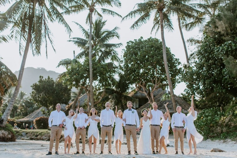 Pacific-Resort-Rarotonga_Turama-Photography_toss-the-bouquet_09.18