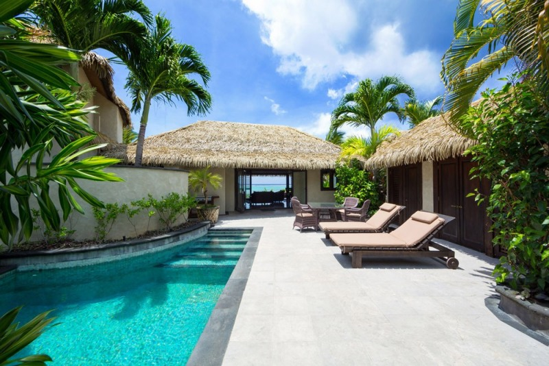 Te-Manava-Luxury-Villas-Spa-Ultimate-beachfront-villa-courtyard-1